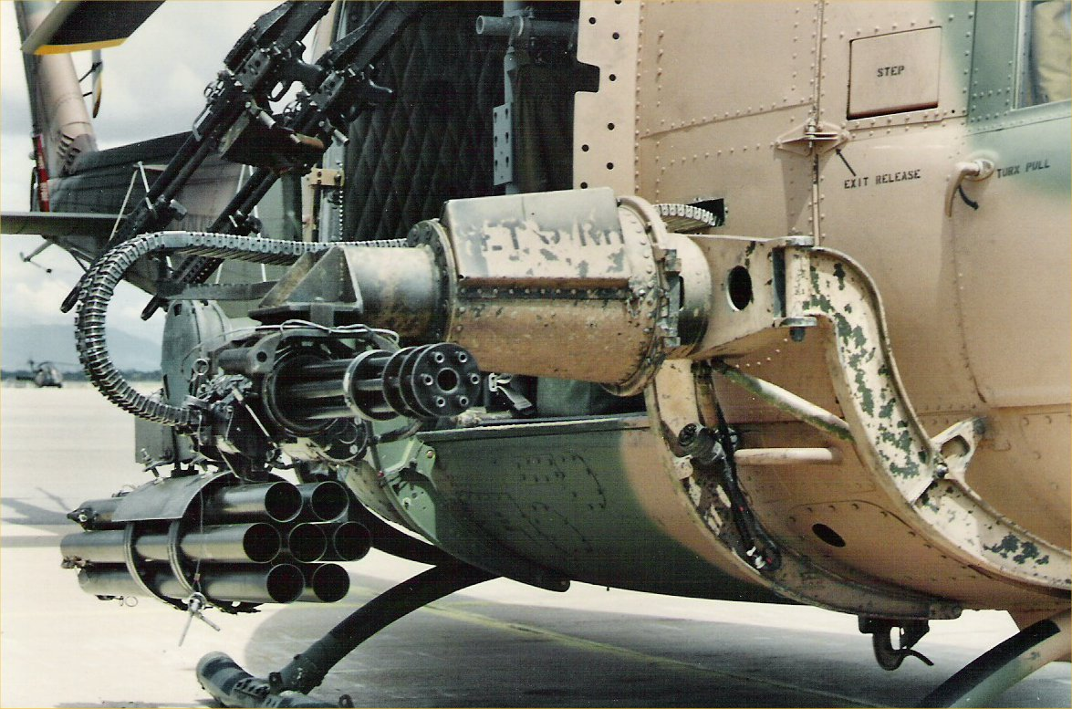 3_1488777408837_uh-1d_huey_gunship_39_of_80.htm.jpg