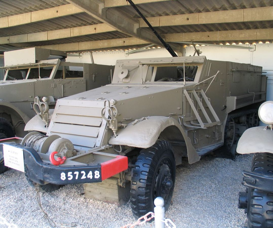0_1483337733238_1077px-M3-Halftrack-with-20mm-cannon.jpg